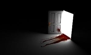 Кровь из открытой двери