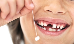 Зуб на ниточке