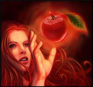 Девушка пытается схватить яблоко