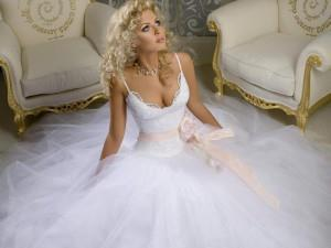 Видеть во сне в свадебном платье замужнюю женщину