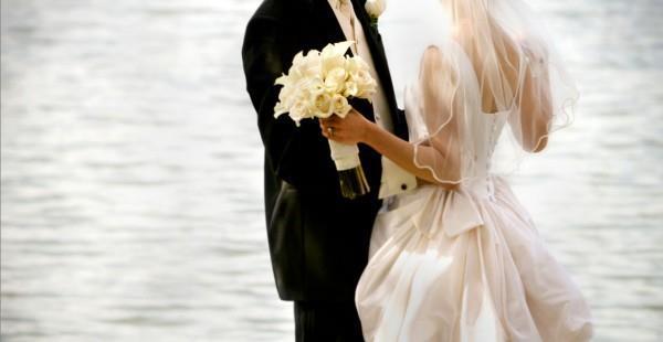 Снится жена в свадебном платье к чему