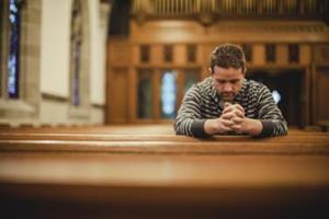 Человек в церкви