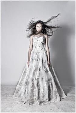 В грязном свадебном платье