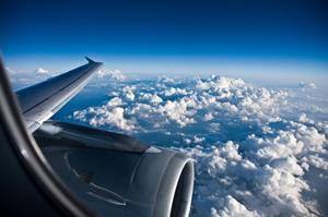 Смотреть на облака из самолета