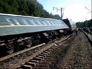 Поезд сошел с рельс