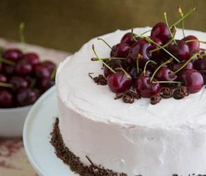 Вишня в торте