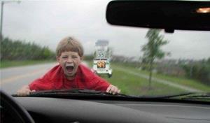 Ребёнок попал в аварию на машине