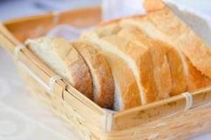 Свежий белый хлеб