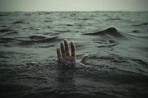 Тонуть в воде