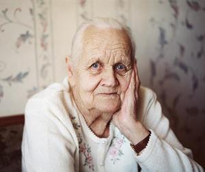 К чему снится угощать умершую бабушку фото