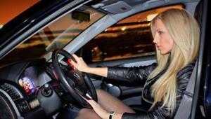 За рулём дорогой машины