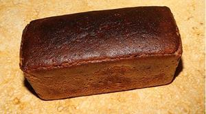 Чёрный хлеб на столе