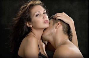 почему сначала целуют шею
