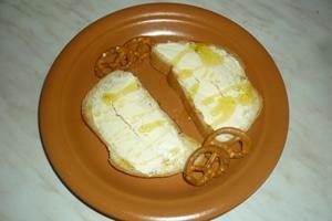 Бутерброды с маслом и мёдом
