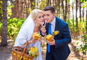 Есть мёд и угощать им своего возлюбленного