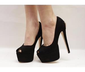 Чёрные туфли на шпильке