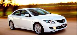 Автомобиль белого цвета