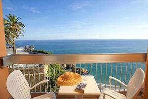 Вид с балкона на море