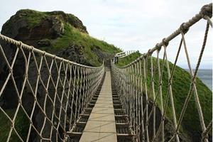 Мост шатается