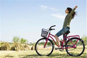 Девушке на велосипеде