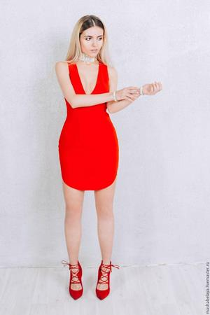 Платье томатного цвета