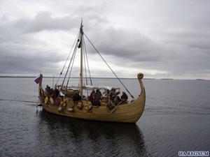 Старинное судно