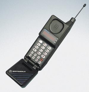 Сотовый телефон эпохи 90 – х