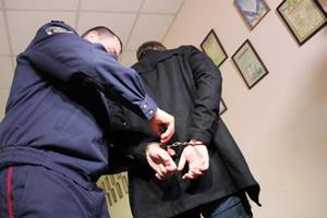 Одевание наручников