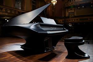 Рояль на сцене