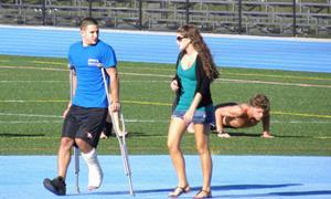 Муж повредил ногу