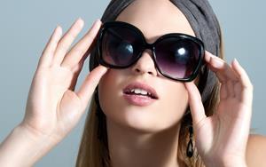 Незнакомка в очках