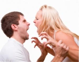 Жена ругается с мужем