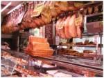 Мясопродукты в мясной лавке