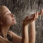 К чему снится сон, в котором вы попадаете под дождь