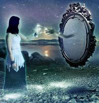 Таинственная рука из зеркала