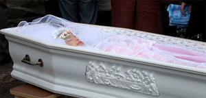 Девушка в гробу