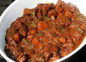 Готовое мясо в тарелке