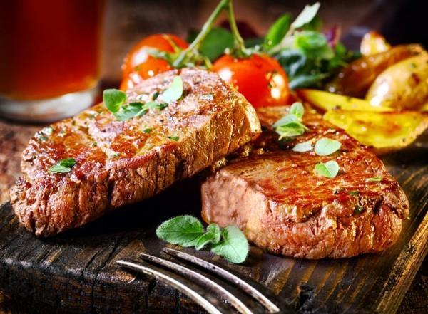 Аппетитные кусочки жареной свинины