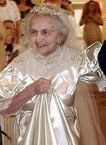 Бабушка в подвенечном наряде