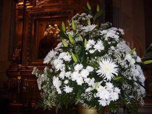 Цветы в церкви