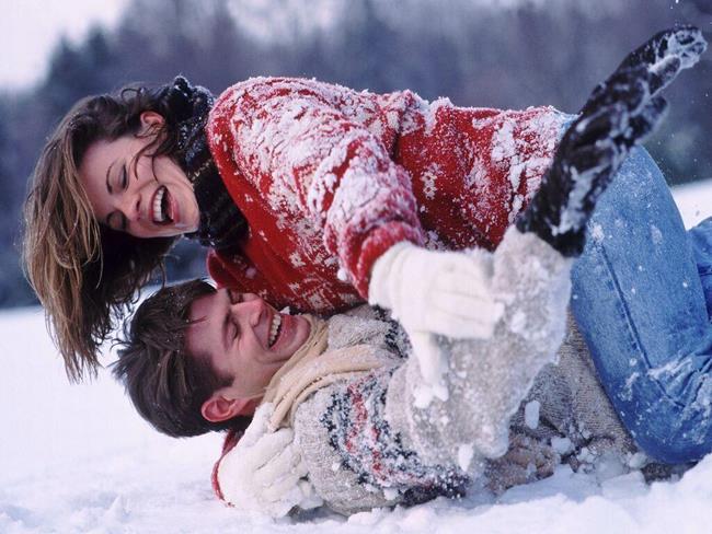 Пара в снегу