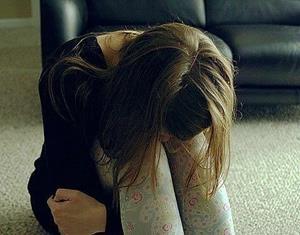 Девушке больно