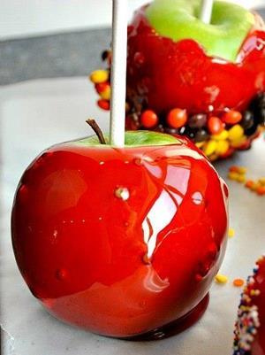 Яблоко в карамели