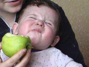 Кислое яблоко