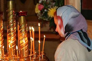 Молиться в церкви