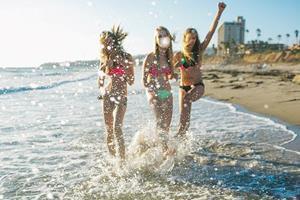 Плескаться в море