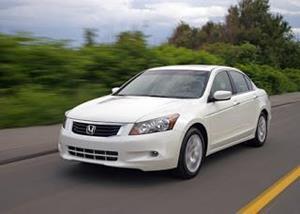 Белый автомобиль