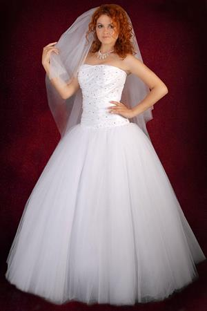 В свадебном платье