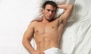 Мужчина в постеле