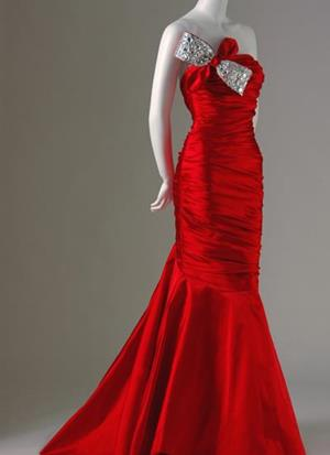 Вечернее платье на манекене